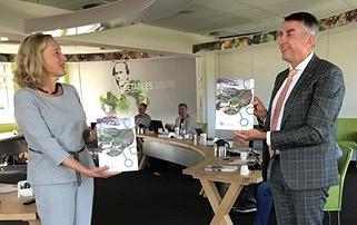 Brochure 'Van afval naar inkomstenbron! Beter gebruik van tuinbouwreststromen'